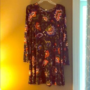 Dresses & Skirts - Cute floral long sleeve dress, perfect for fall!